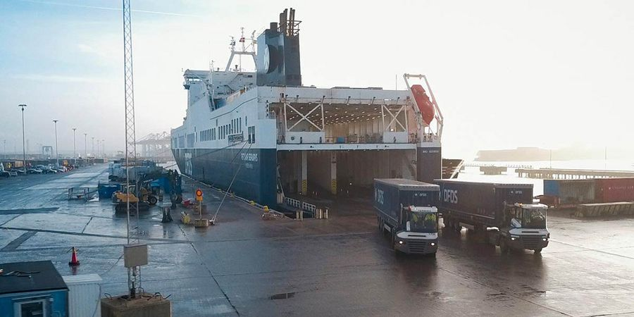 DFDS Ficaria Seaways unloading