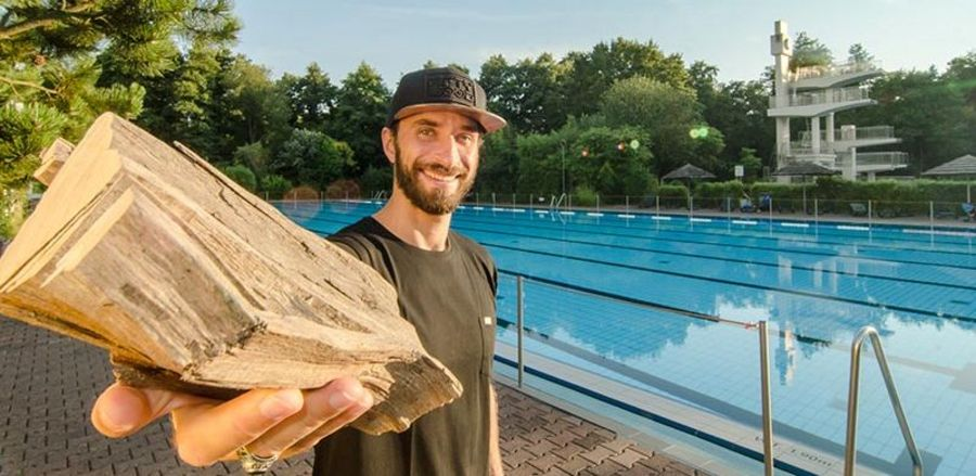 Already in mid-2018, the wood shirts from wijld had saved six Olympic-sized pools of fresh water, as Timo Beelow proudly reports