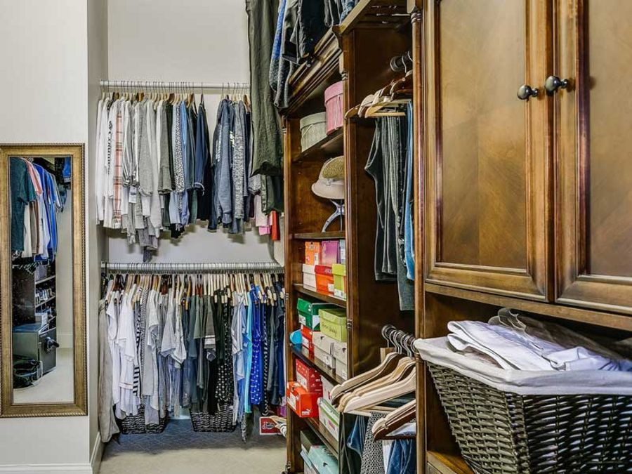 How to Organize Your Clothes Closet