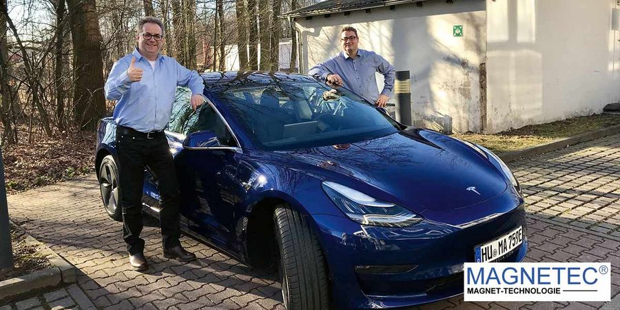 CEO Marc Nicolaudius (right) and Dr. Martin Ferch, Director of Business Development, with a Tesla Model 3